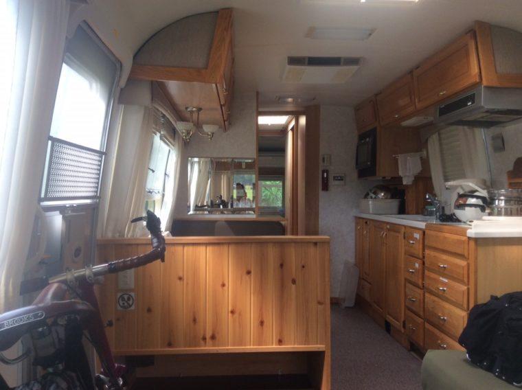 宿泊したエアストリームクラシック33フィート内の写真