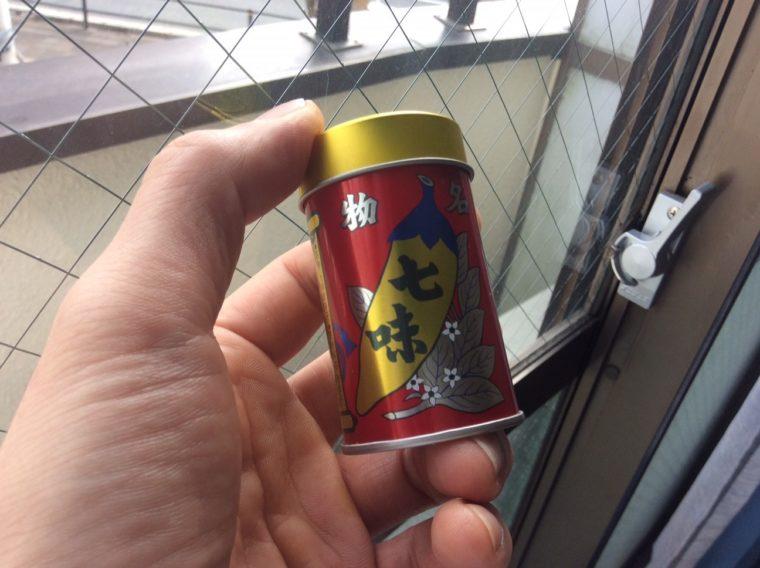 活躍。お土産にもらってうれしかったちいさな缶入りの七味唐辛子の写真