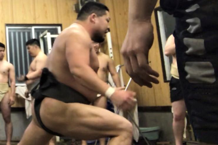 凄まじい足腰の力を感じる元学生相撲経験者の筋肉の写真
