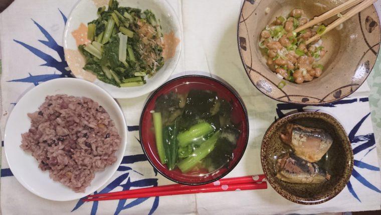 正しい食事のとり方。バランスの良い和食の見本のような写真