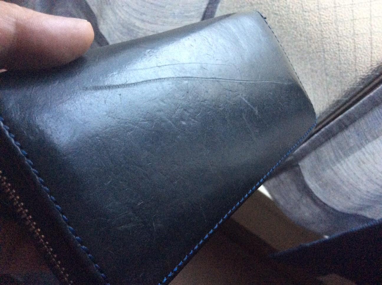 戻ってきた財布と名誉の勲章の傷